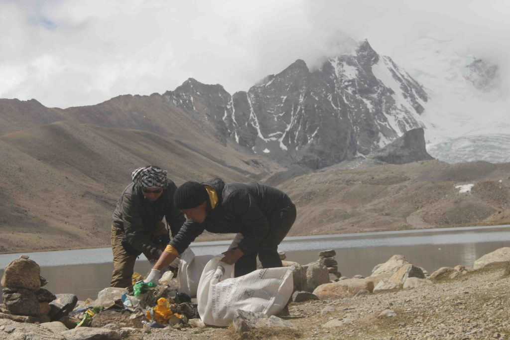volunteers cleanup the holy lake Gurudongmar